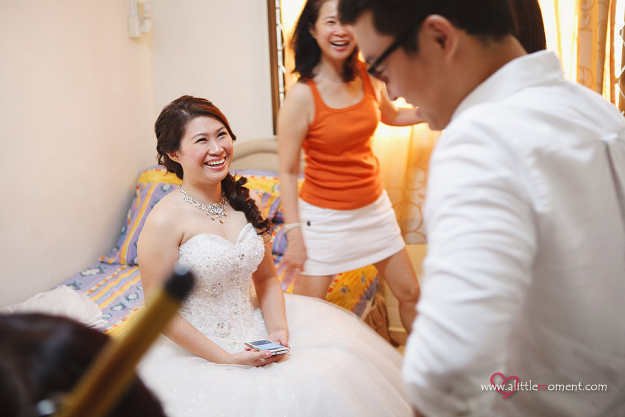 The Wedding Day of Candy and Yuan Hua by Sze Lee from A Little Moment Photography Singapore.